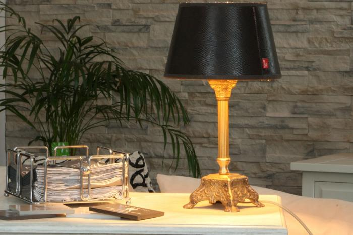 Nech na svém kancelářském stole vyniknout designové svítidlo.