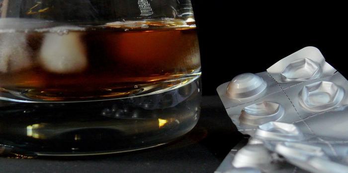 Kombinování léků a alkoholu je hotovou cestou do pekel.