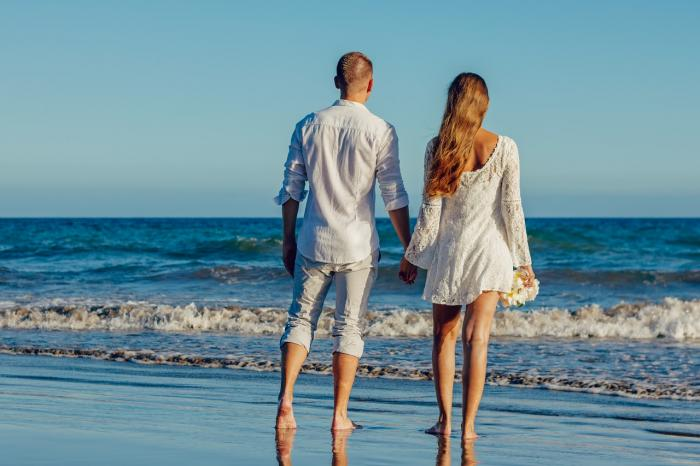Letošní srpen přeje dlouhodobým vztahům i klasických letním láskám.