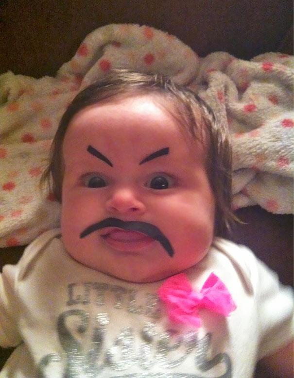 Pokreslit dítěti obličej? Velká legrace.