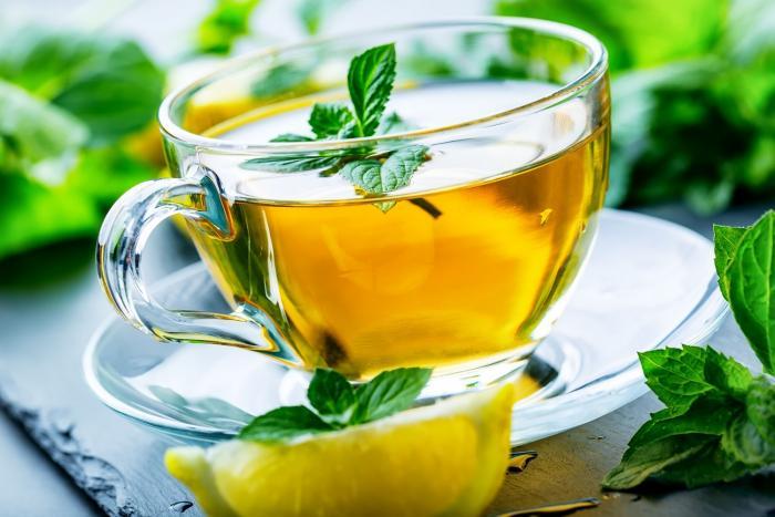 Bylinkový čaj můžeš dochutit citrónem, nic tím nezkazíš.