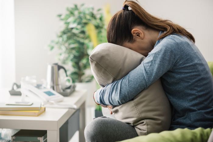 Citlivost na světlo a hluk je po bolesti hlavy nejčastějším příznakem migrény.