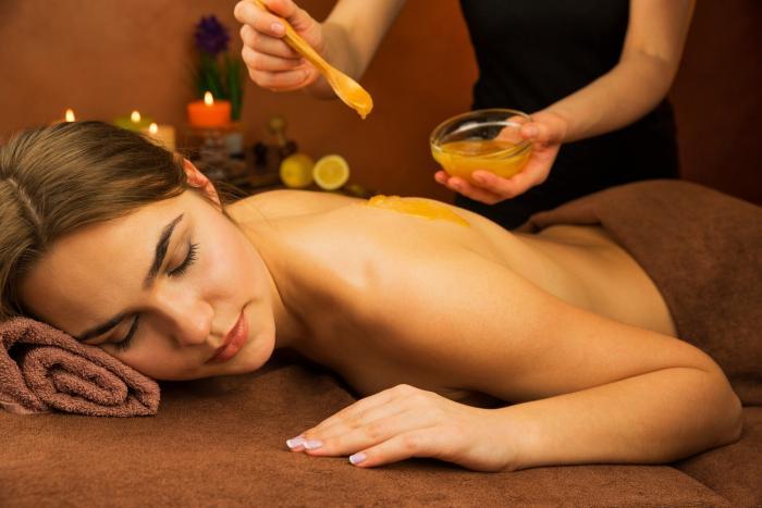 Medová masáž je naprosto božská procedura.