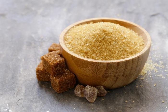Třtinový cukr neprochází procesem rafinace a nepřichází tak o vitamíny a minerály.