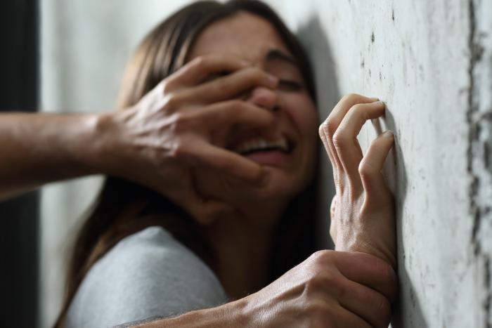 Manipulace jde ruku v ruce s psychickým a někdy i fyzickým násilím.