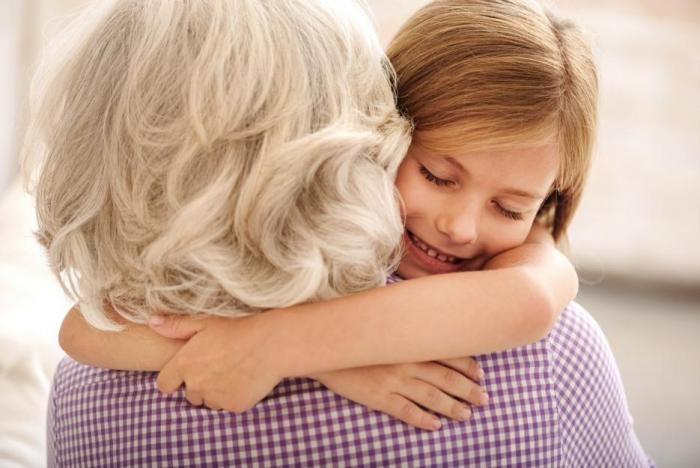 Senioři potřebují objetí kvůli pocitu sounáležitosti.
