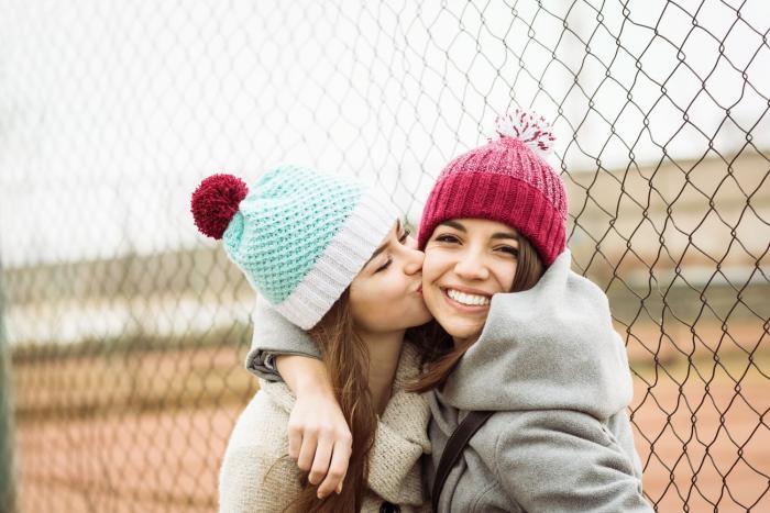 Objetí, pohlazení a polibky vyvolávají pocit štěstí.