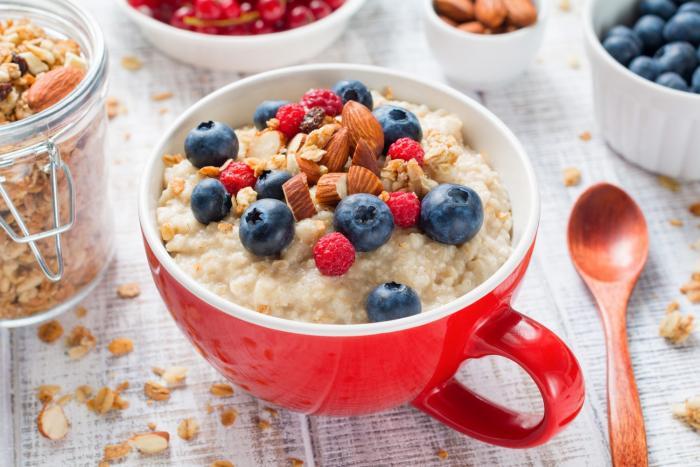 Ovesná kaše je vynikající varianta zdravé snídaně.