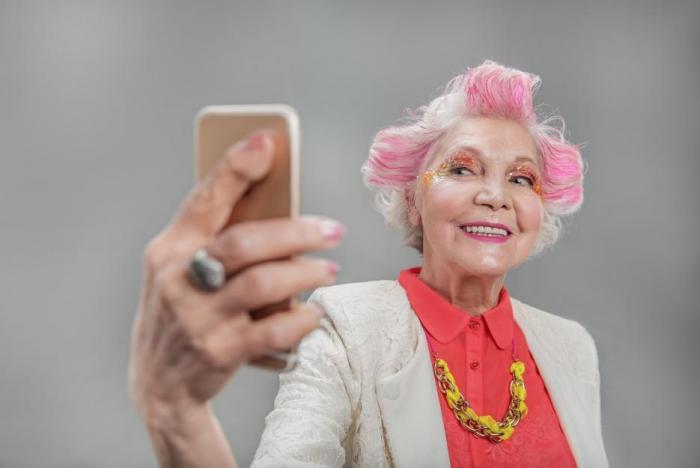 I ženy po klimakteriu a menopauze můžou být krásné a atraktivní.