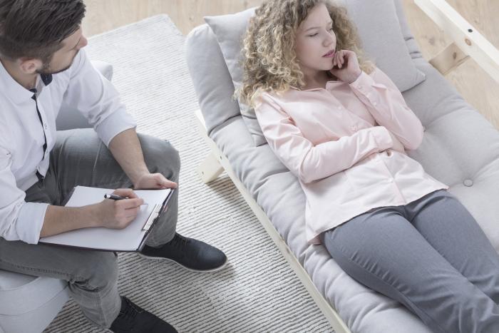 Psychoterapie je základ léčby úzkostné poruchy.
