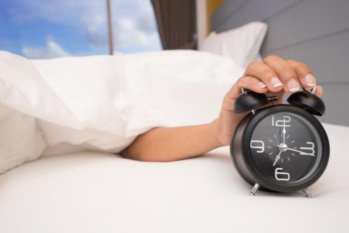 Ranní vstávání není pro mnohé z nás jednoduché, ale jeho odsouvání je nezdravé.