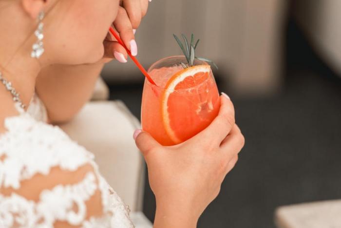 Alkohol, cukr, tuk nebo sůl - když je jich moc, hrozí zavodnění organismu.