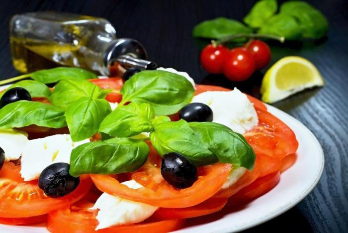 Mozzarella je asi jediný mléčný výrobek, u kterého se doporučuje brát radši light verzi.