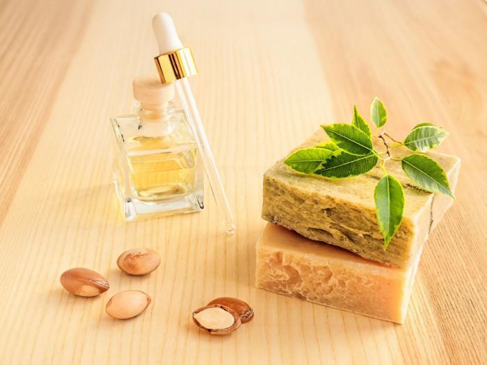 Arganový olej se dnes vyrábí i modernějším způsobem, výsledek pak není tak drahý.