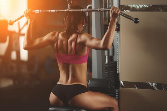 Jídlo před tréninkem může být bohatší na sacharidy.