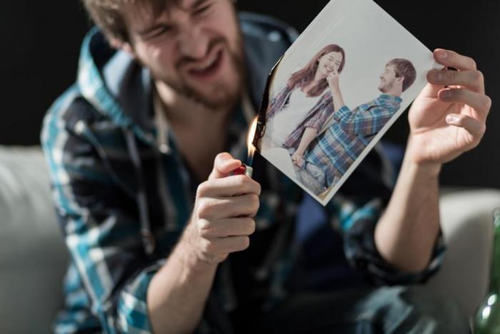 Za vztahem, který skončil, by se měla udělat důrazná tečka.