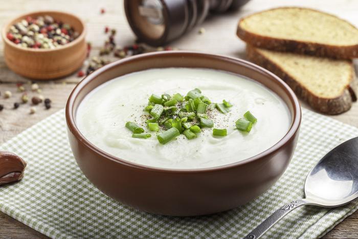 Květákovou polévku si můžeš okořenit podle chuti. Klidně experimentuj!