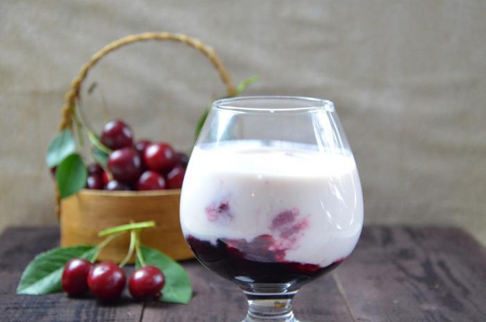 Třešně si můžeš dát k snídani nebo dopolední svačince. Nabudí tě!