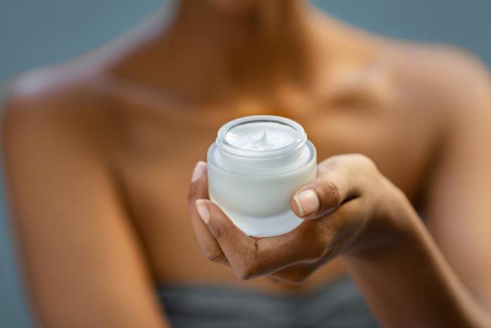 Každý denní krém by měl mít aspoň slabou ochranu proti UV záření.