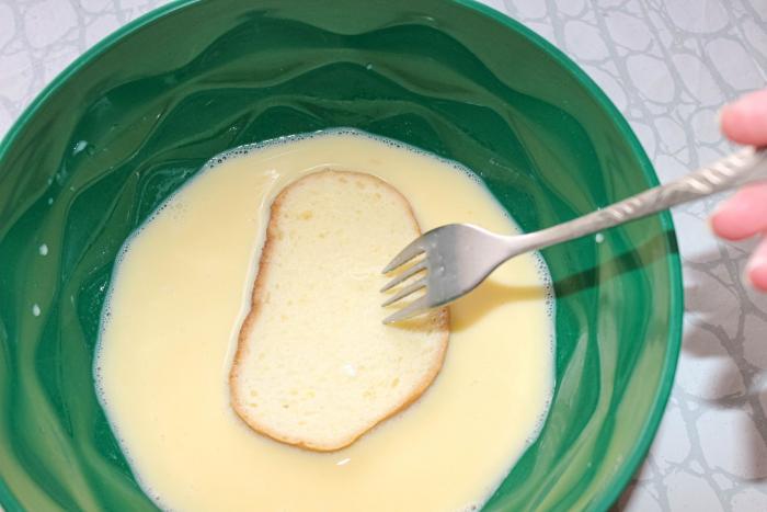Cibule, česnek nebo zakysaná smetana. To může z chleba ve vajíčku udělat královskou baštu.