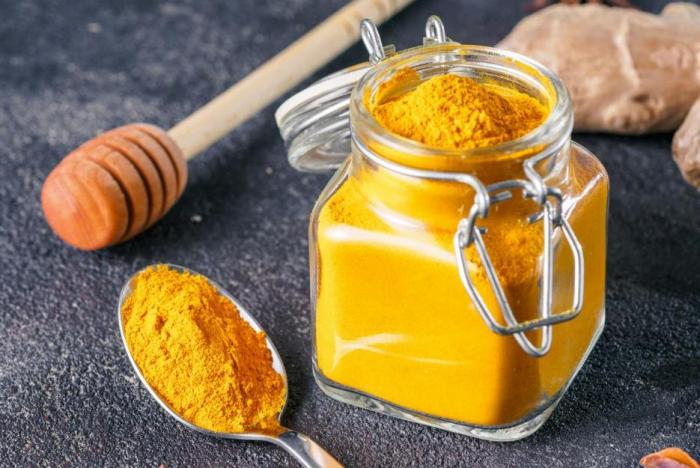 Složky kurkumy se líp vstřebávají v kombinaci s pepřem.