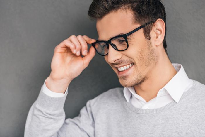 Muži často nosí dvou nebo třídenní strniště.