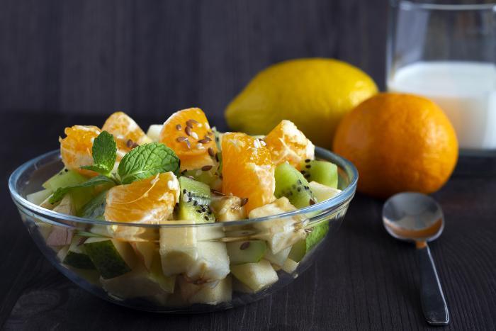 Ovocný salát si vždycky můžeš připravit podle aktuálních chutí.