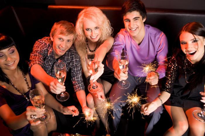 Vánoční firemní večírek je příjemná událost, při kterém můžeš své kolegy poznat i jinak.