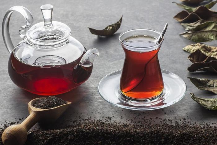 Tein obsažený v čaji se uvolňuje pomaleji a povzbuzující účinky jsou tak delší.