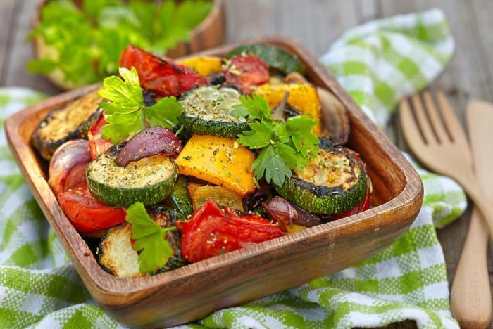 Grilovaná zelenina je ideální večeře třeba v kombinaci s masem.