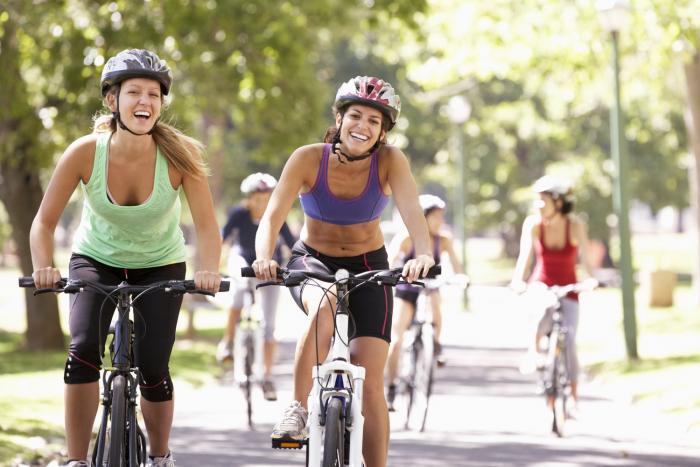 Jízda na kole má i socializační charakter.