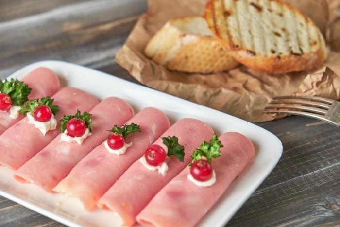 Šunkové a sýrové rolky jsou jednoduché a chuťově skvělé.