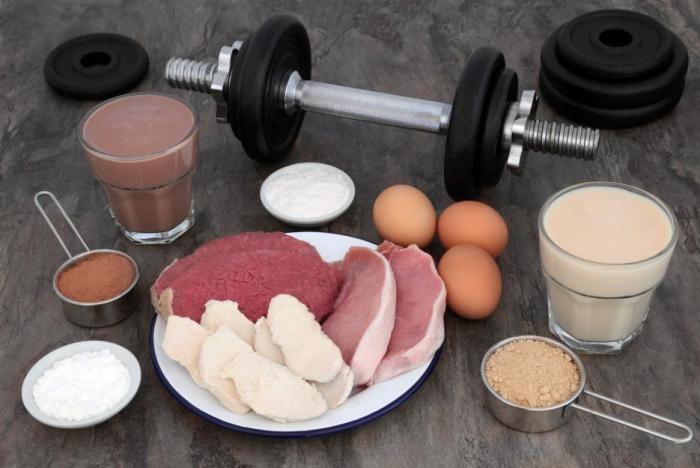 Bílkoviny ve stravě sytí a pomáhají udržovat svaly.