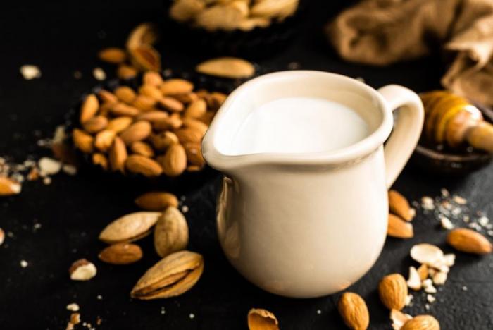 Rostlinná mléka jsou dobrou alternativou k těm živočišným.