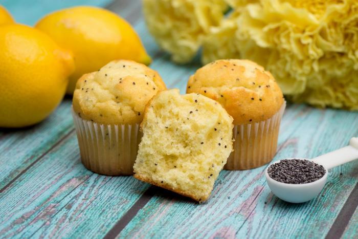 Citrónové muffiny dokážou pěkně osvěžit chuťové buňky.