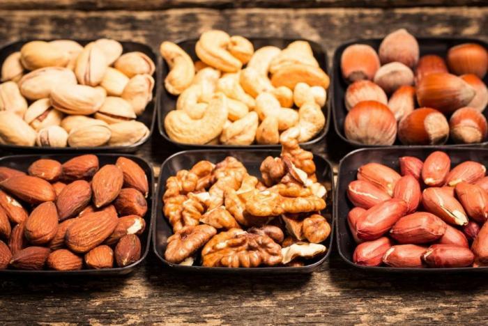 Ořechy jsou zdravé, protože obsahují pro tělo vhodné tuky.