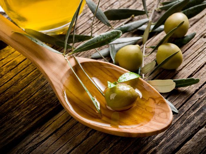 Olivový olej si pořizuj panenský nebo extra panenský.