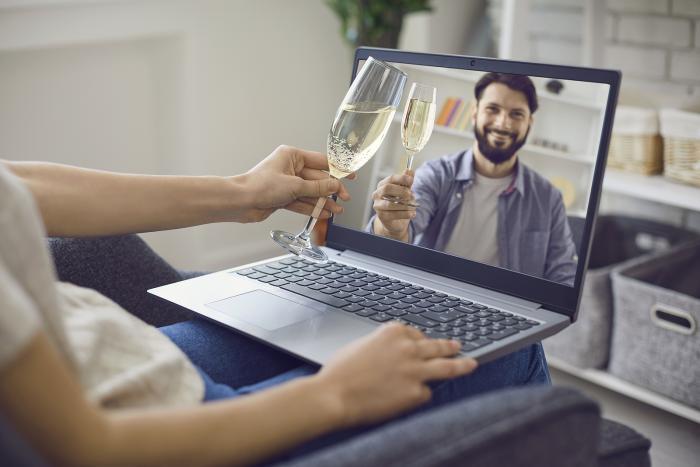 Dej si rande online, bude to nová zkušenost!