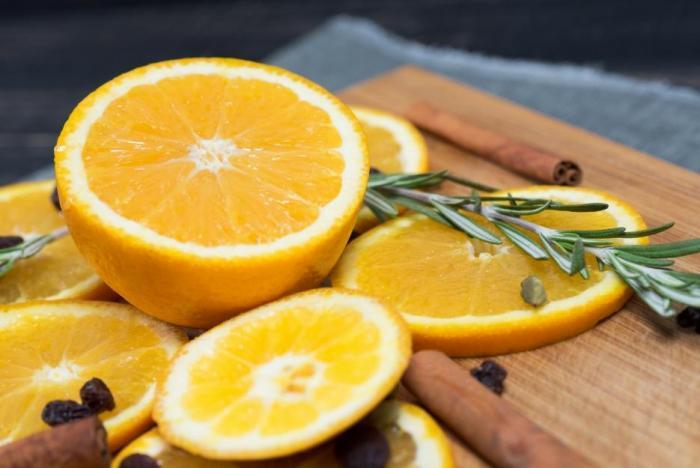 Předávkování vitamínem C není časté, ale projevuje se třeba průjmem.