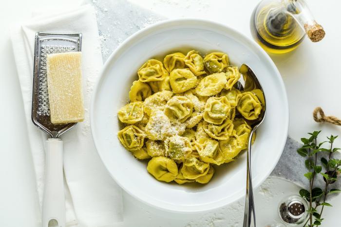 Tortellini bývají plněné masem, sýrem nebo třeba špenátem.