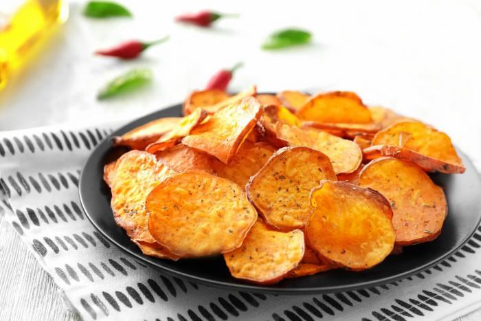 Klasické chipsy jsou obvykle velmi mastné a přesolené.