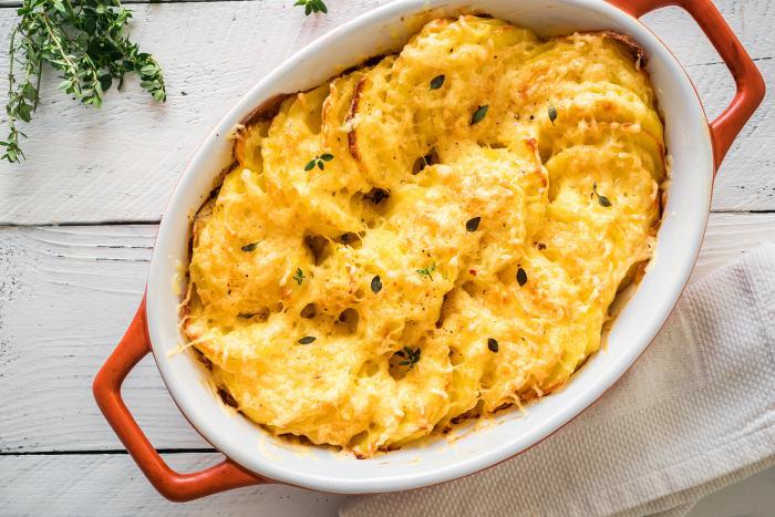 Zapečené brambory snad nejde zkazit. Jedině připéct.