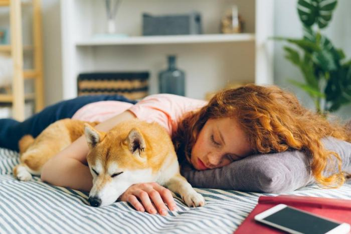 Odpolední spánek tě může pěkně nakopnout.