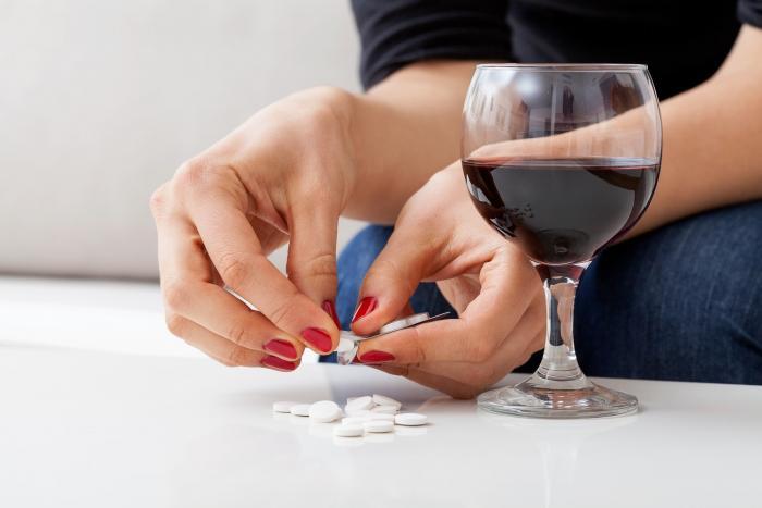 Lidé často nesprávně řeší smutek antidepresivy.