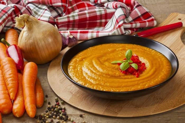 Hustá mrkvová polévka tě zasytí a prohřeje.