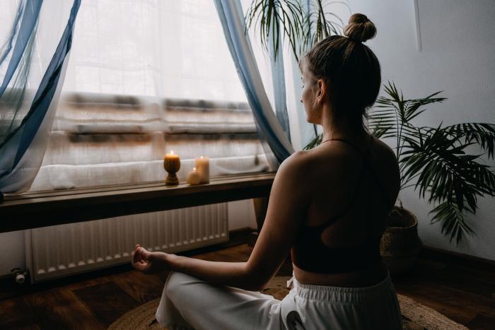 Jak se zklidnit, když máš trému a jsi nervózní? Zkus dýchat nebo si událost nacvič!