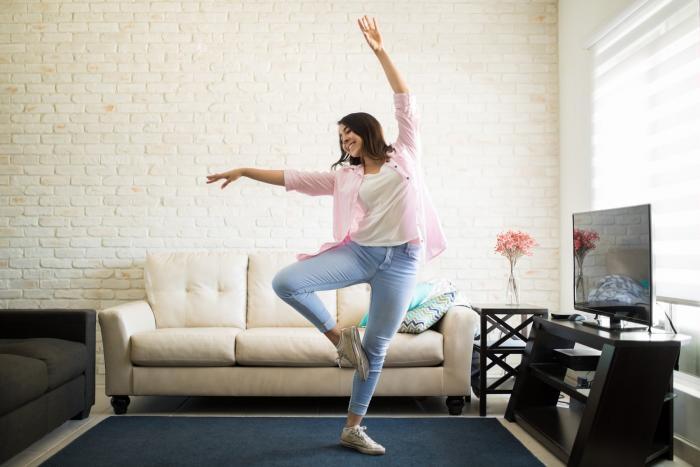 Udělej nějakou tu taneční kreaci po ránu a poslechni si pár svižných písniček.