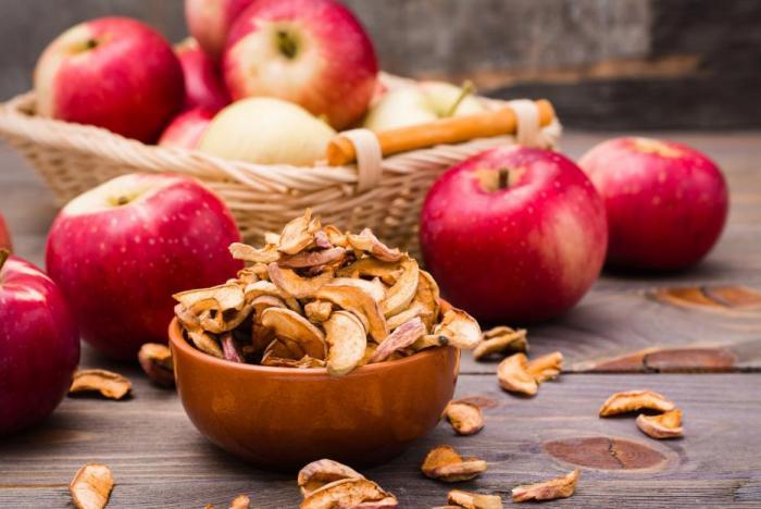 Čerstvé jablko může být pro psa luxusní dezert.