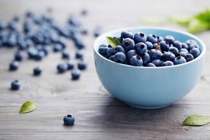 Borůvky jsou bohaté na vitamín C a antioxidanty.