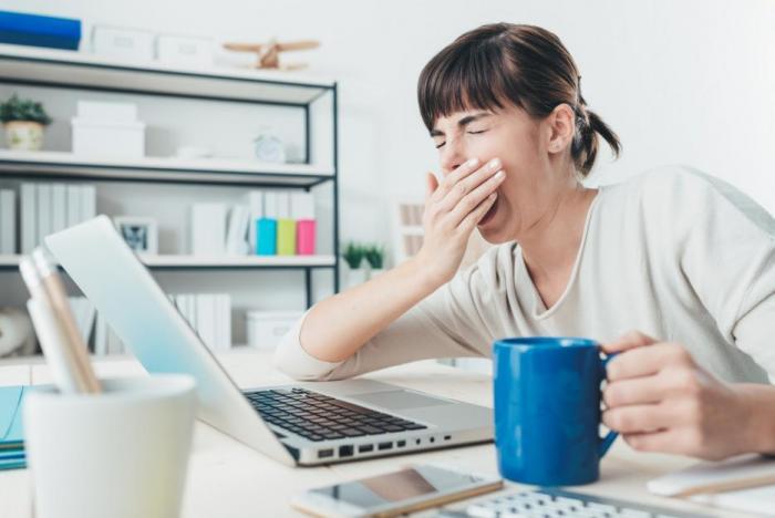 Posouvání budíku rozhazuje vnitřní biorytmy a může přivodit poruchy spánku.